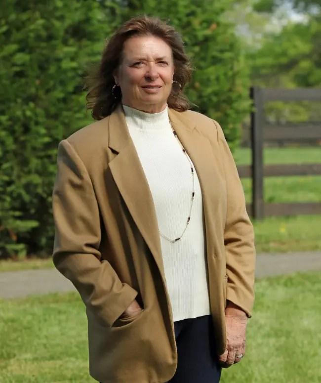 Vicki Wright   Hall of Fame trainer Linda Toscano.