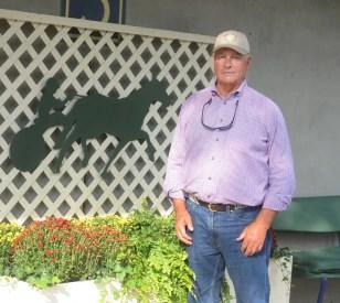Adam Ström stalltz Kentuckiana's Bob Brady.