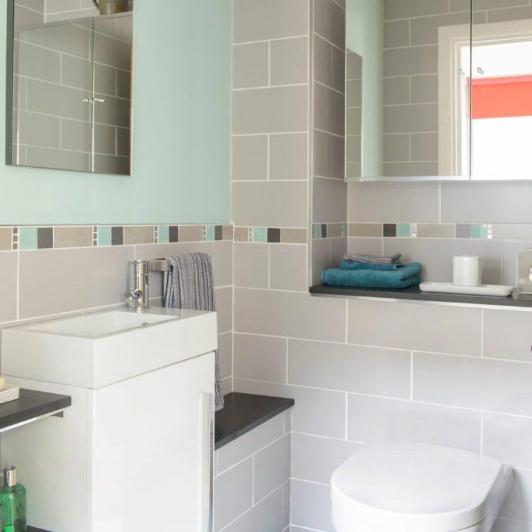 Small Bathroom Decor Ideas - Balance a Palette Bathroom Decorating - harpmagazine.com