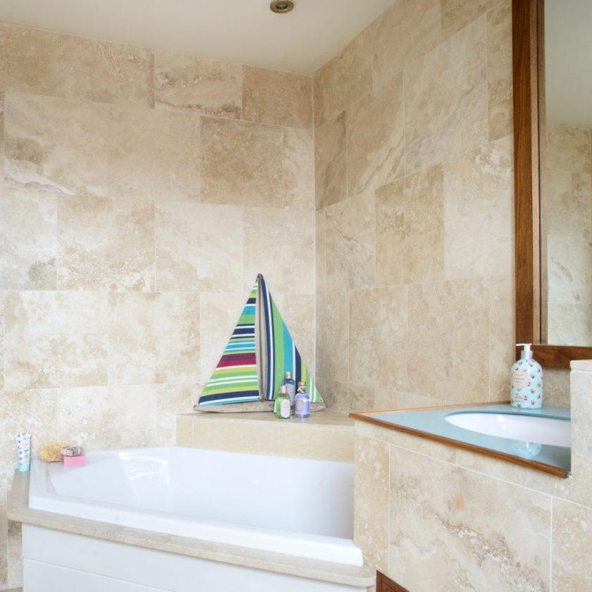 Use Those Corners on Small Bathroom Decor