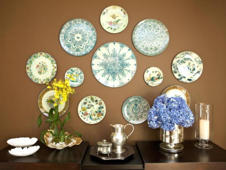 Dining Room Wall Decor Ideas: Plate Collection - harpmagazine.com
