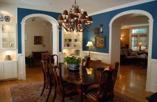 3 Cozy And Pleasant Country Dining Room With Blue Walls