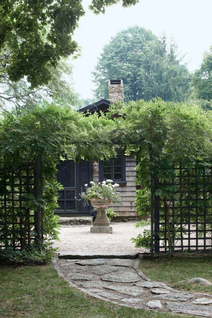 Backyard Landscaping Ideas - Garden Courtyard - harpmagazine.com