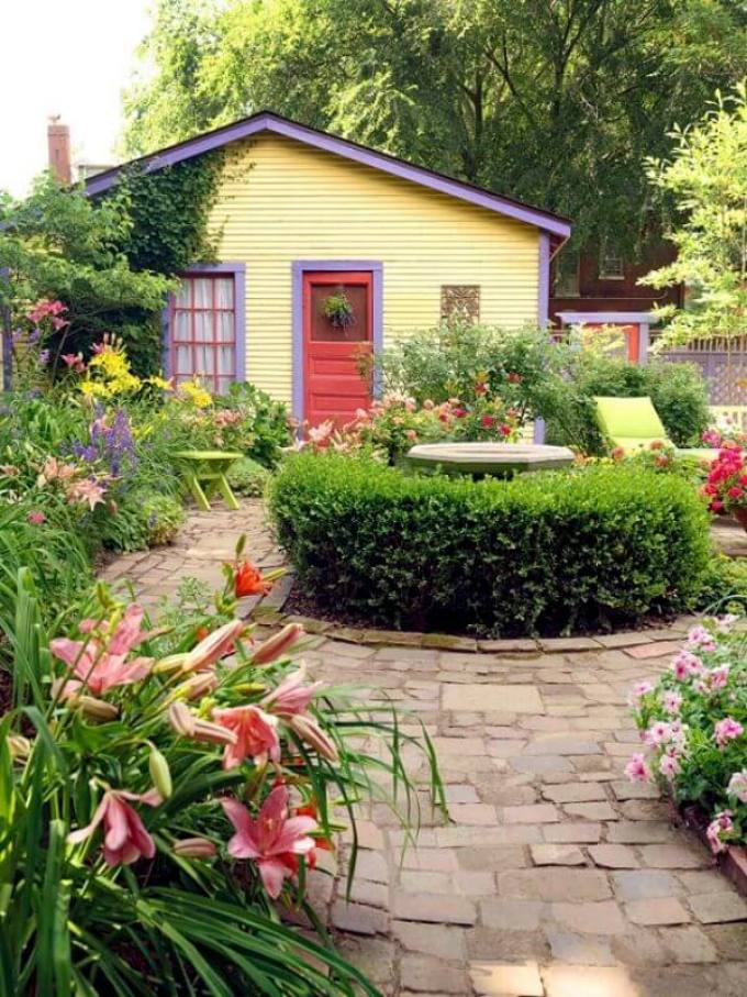 Backyard Landscaping Ideas - Country Garden for a Country Cottage - harpmagazine.com