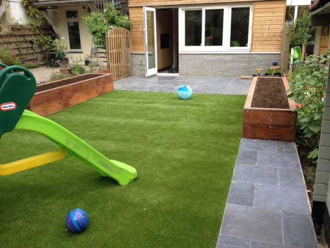 Simple Backyard Landscaping Ideas with Artificial Grass - harpmagazine.com