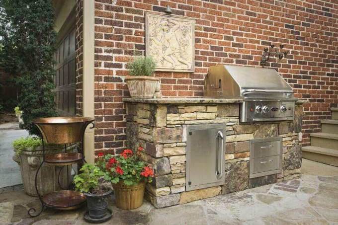 Backyard Landscaping Ideas - Pick The Right Barbecue - harpmagazine.com