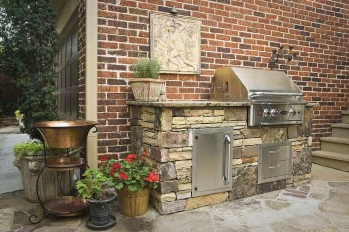 Backyard Landscaping Ideas - Pick The Right Barbecue - harpmagazine.com