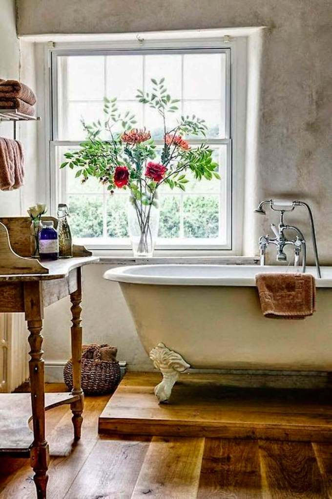 Farmhouse Bathroom Decor Ideas - Farmhouse Bathroom Décor with Elevated Bathtub - harpmagazine.com