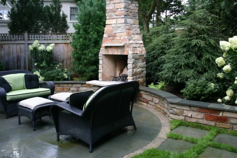 Paver Patio Ideas - Bluestone Paver Circle - Harpmagazine.com
