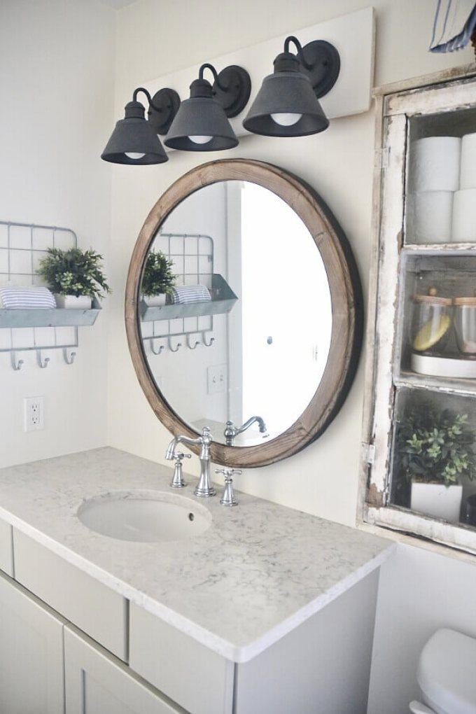 Farmhouse Bathroom Decor Ideas - DIY Farmhouse Vanity Light Fixture - harpmagazine.com