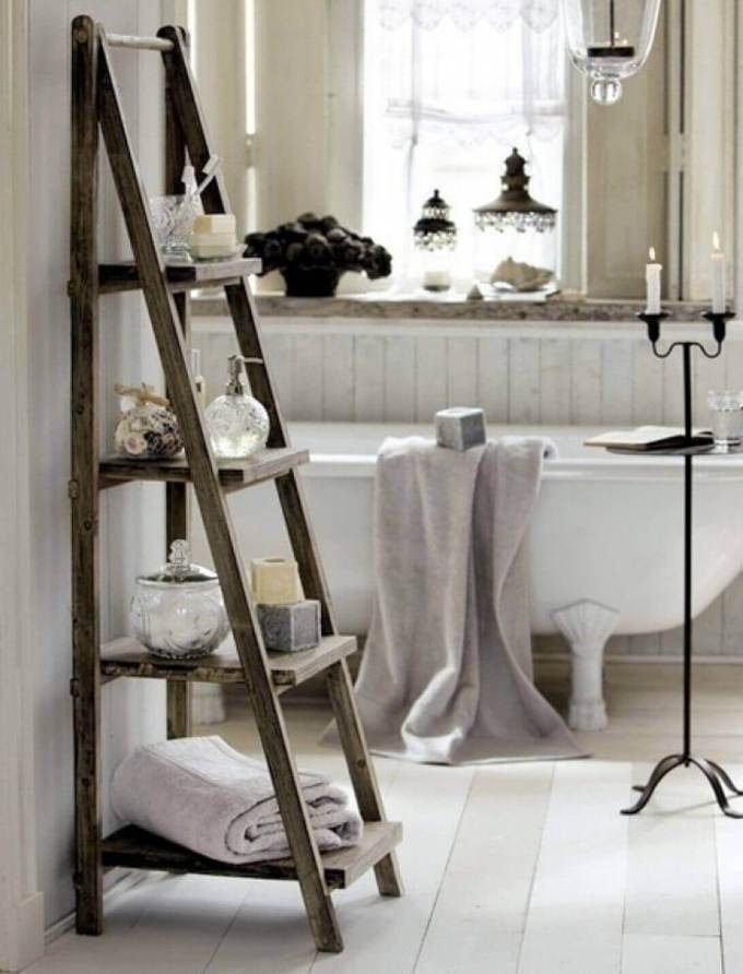 Farmhouse Bathroom Decor Ideas - Ladder Display and Bathroom Organizer - harpmagazine.com