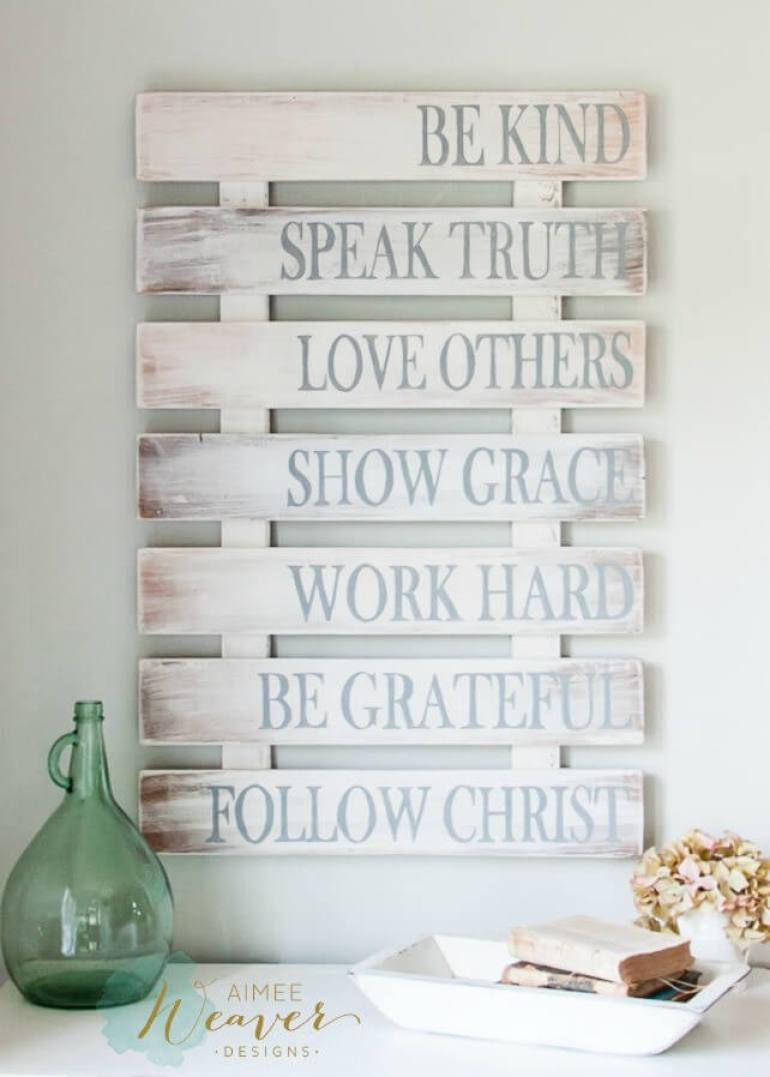 Wood Signs Ideas - Recycled Pallet Family Rules Wood Sign Décor - harpmagazine.com