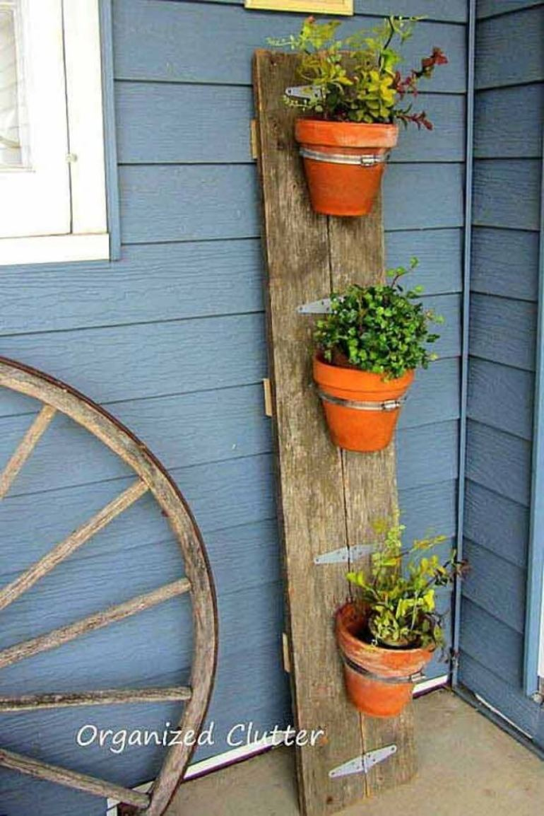 Front Door Flower Pots Ideas - DIY Flower Pot Barn Board Display - harpmagazine.com