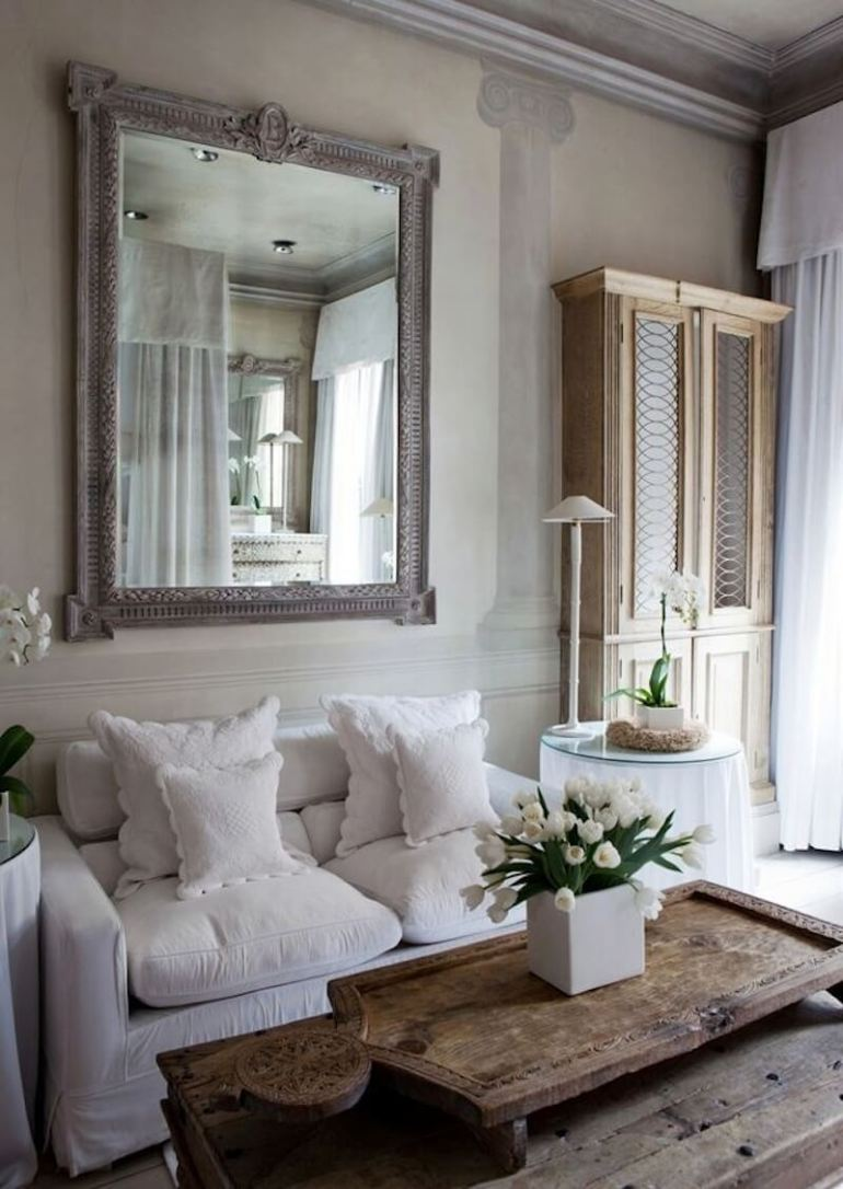 French Country Decor Ideas - French Country Livingroom with Fresco Wall Painting - Harpmagazine.com