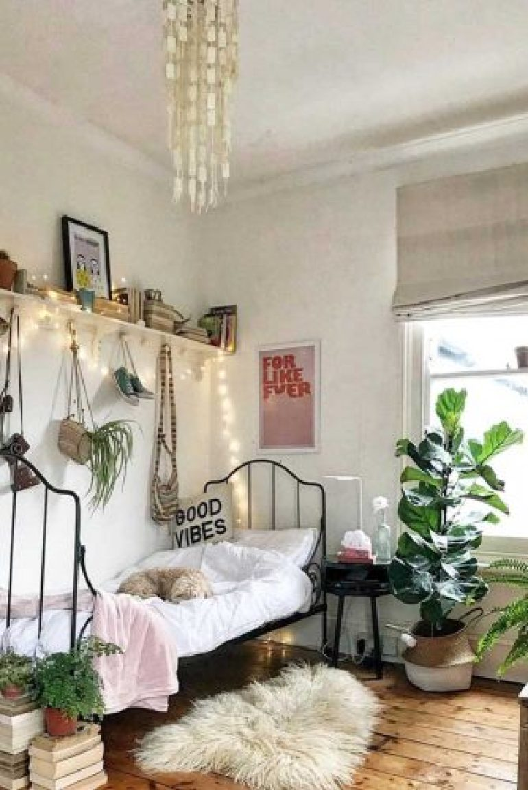 Teen Girl's Bedroom Ideas - Boho Teenage Girl Bedroom Idea - harpmagazine.com