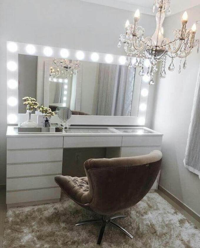 DIY Luxurious All-White Vanity Mirror with Lights - Harppost.com
