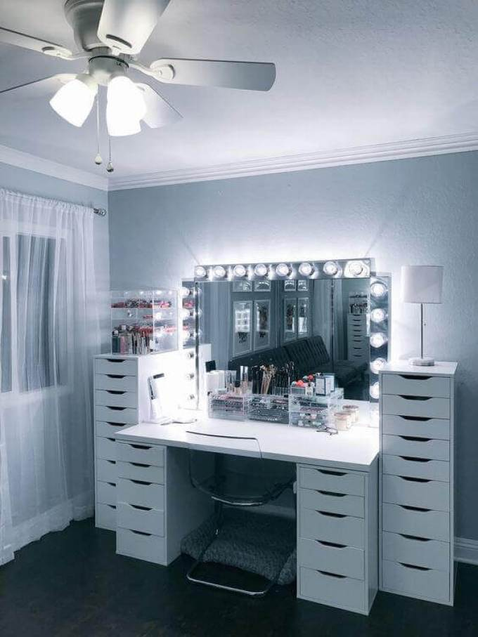 DIY Vanity Mirror with Dimmable Lamps - Harppost.com