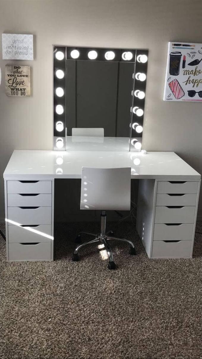 DIY Vanity Mirror with Lights for Teenagers - Harppost.com