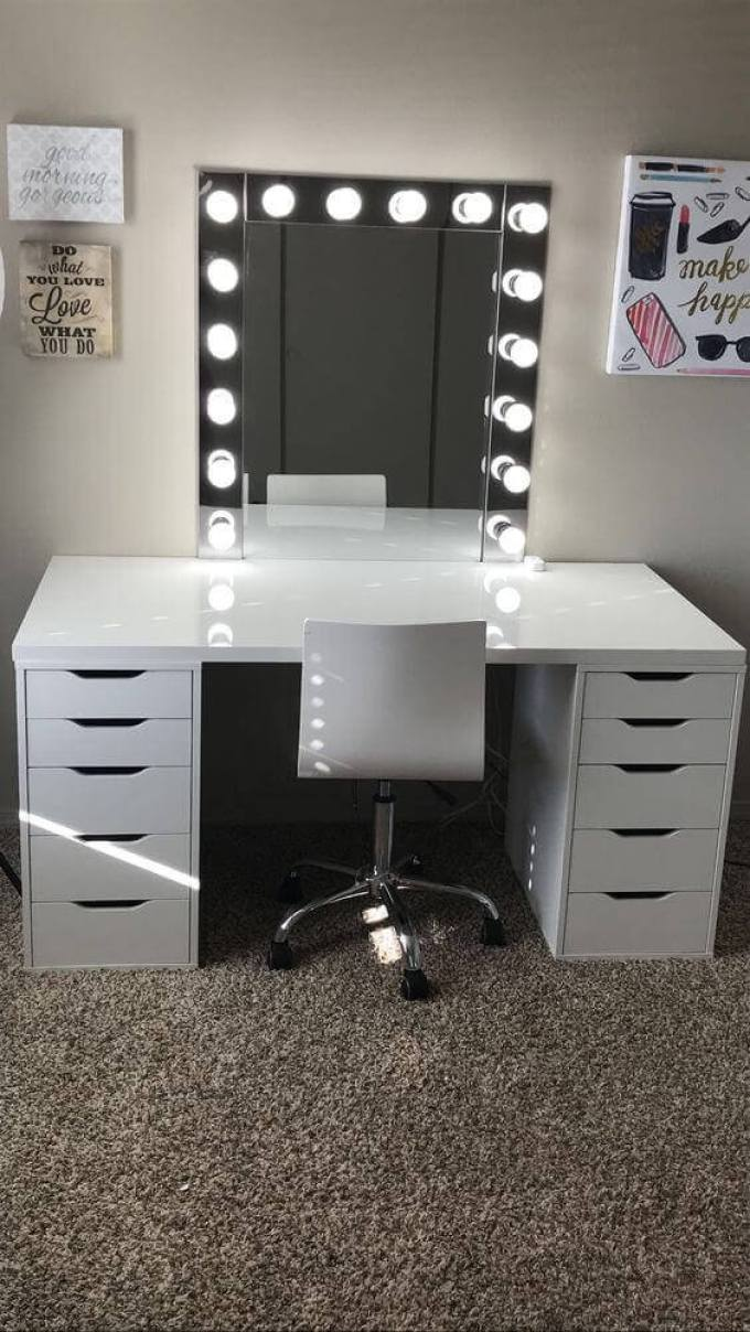DIY Vanity Mirror with Lights for Teenagers - Harppost.com