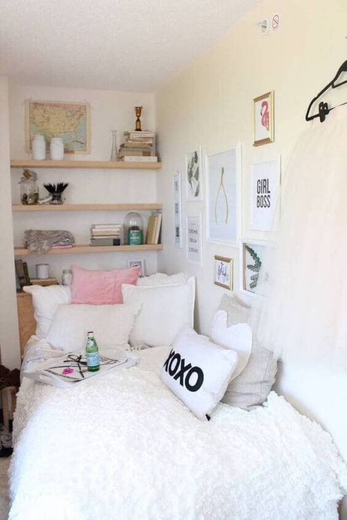 Decorative Small Bedroom Ideas with Wall Accent - Harppost.com