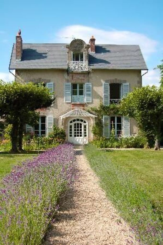 French Country Decor Roll-Out the Red Carpet