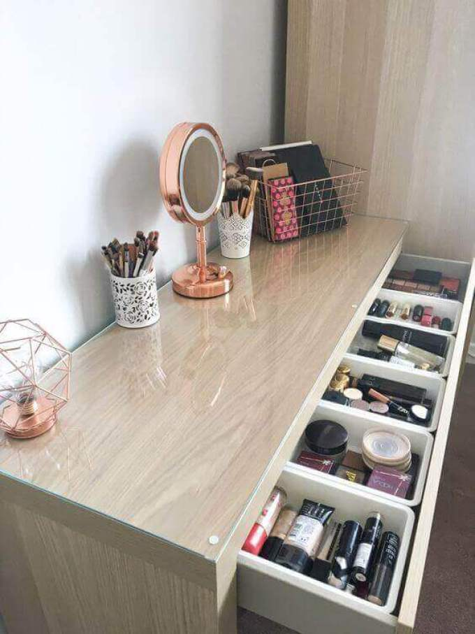 Small DIY Vanity Mirror with Geometrical Lights - Harppost.com