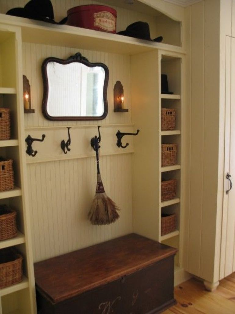 12. Vintage Mudroom Design Ideas with Mirror - Harptimes.com