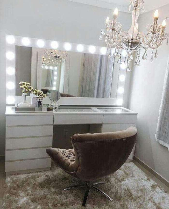 DIY Luxurious All-White Vanity Mirror with Lights - Harptimes.com