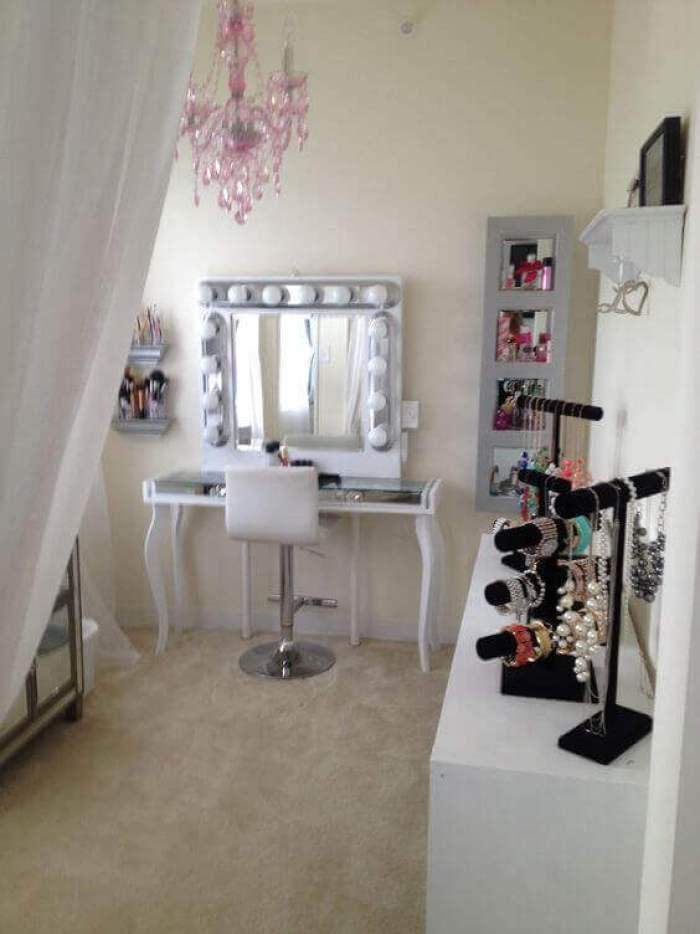 Makeup Room Ideas Elegant and Feminine Makeup Room - Harptimes.com