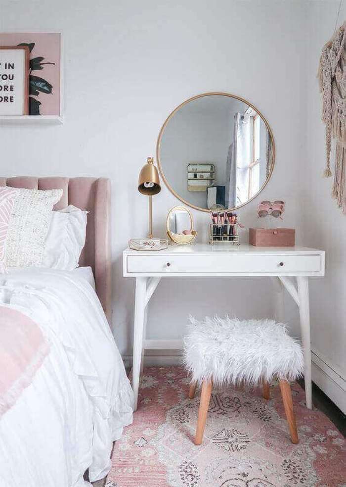 Round DIY Vanity Mirror with Lights and Copper Accent - Harptimes.com