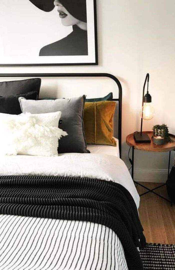 Black and White in Small bedroom ideas - Harptimes.com