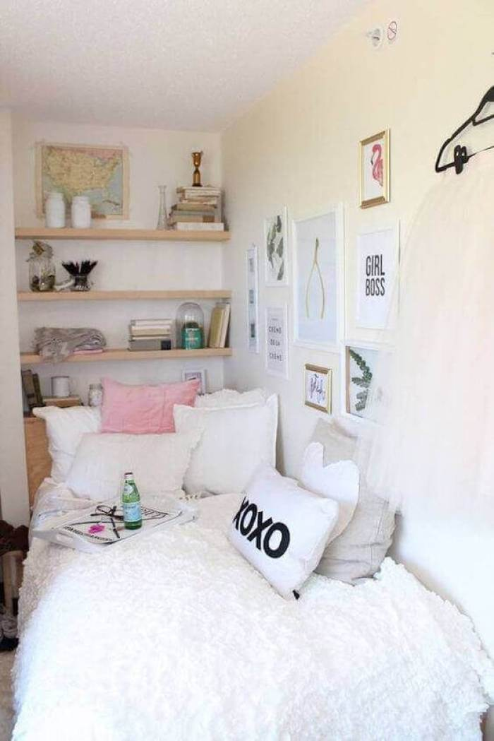 Decorative Small Bedroom Ideas with Wall Accent - Harptimes.com