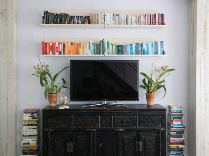 Feature Wall Shelves Ideas over the TV