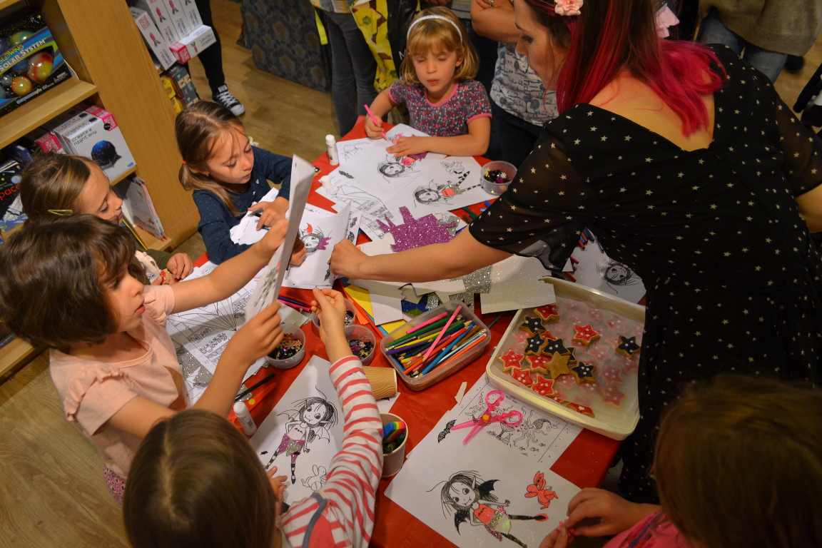 Children colouring Isadora Moon at the Welwyn Waterstones event