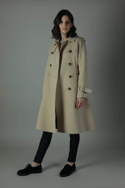 Luxury and warmth, the Mindy Cashmere double-face coat is a non compromiser. Any season, any occasion this iconic military style coat features 100% cashmere, collar and back belt to tighten the waist.