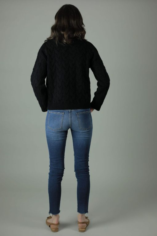 With 98% cotton and 2% elastane the Meghan Lisbon Jeans are comfortable and durable for year round wear. These jeans are skinny leg, superstretchy denim with frayed effect to rock any look.