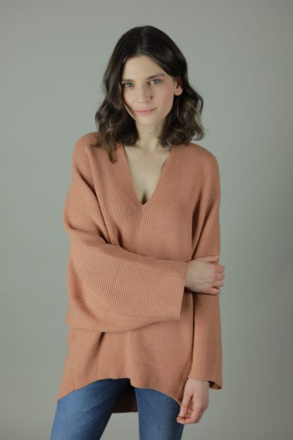 The Alex oversized woollen sweater is designed for comfort, warmth and practicality. Airy yet surprising cosy the Alex features bat wing sleeves, slouchy V neck and oversized fit for the perfect casual companion.