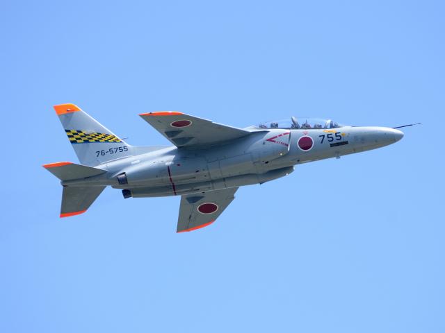 浜松第1航空団所属機。 芦屋の前期課程を卒業すると、通常塗装のT-4に移行。