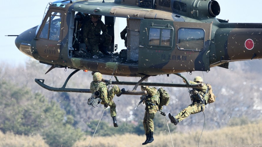 ラペリング、ファストロープ。ヘリコプターからの降下方法あれこれ