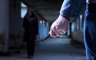 man-with-knife-waits-for-woman