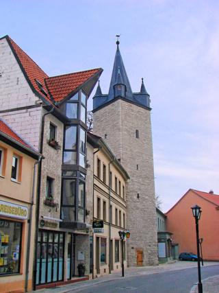 Bild: Der Stadtturm Schmaler Heinrich zu Aschersleben.