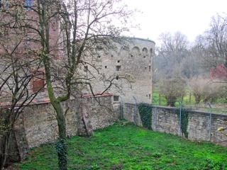 Bild: Die Schale am Polizeimuseum der Stadt Aschersleben.
