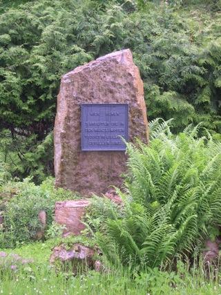 Bild: Das Ehrengrab der Opfer der Märzkämpfe im Mansfelder Land.