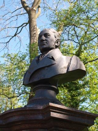 Bild: Das Friedrich Koenig Denkmal in der Lutherstadt Eisleben.