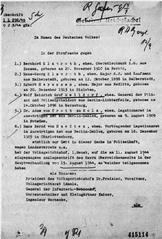 Bild: Urteil des Deutschen Volksgerichtshofes gegen Egbert Hayessen und weitere Angeklagte des 20. Juli 1944. Dieses Werk gilt gemäß dem deutschen Urheberrecht als gemeinfrei, weil es Teil der Statute, Verordnung oder ein gesetzlicher Erlass (Amtliches Werk) ist, das durch eine deutsche Reichs-, Bundes- oder Landesbehörde bzw. durch ein deutsches Reichs-, Bundes- oder Landesgericht veröffentlicht wurde (§ 5 Abs.1 UrhG).
