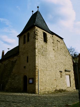 Bild: Die Kirche St. Margarethen zu Aschersleben. Blick auf die Nordwestecke des Turmes.