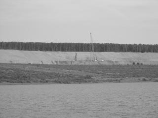 Bild: Bodenverdichtungsmaßnahmen an der Halde 3 am Concordia See bei Nachterstedt im Jahre 2005.