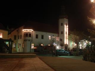 Bild: Der Marktplatz von Gerbstedt mit dem Rathaus. Aufnahme aus dem Jahre 2008.