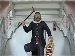 Bild: Eine besondere Sehenswürdigkeit des Mansfeld-Museums ist die Statue des Kamerad Martin unmittelbar im Eingangsbereich des Humboldt-Schlösschens direkt vor der noch zu Vorwendezeiten vom Baubetrieb des VEB Mansfeld-Kombinat handwerklich perfekt restaurierten Treppe.