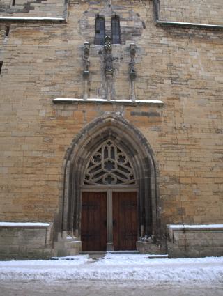 Bild: Figuren am Westportal der Kirche St. Stephani zu Aschersleben.